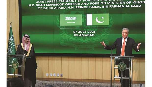 Pakistan's Foreign Minister Shah Mahmood Qureshi (right) and Saudi Foreign Minister Prince Faisal bi