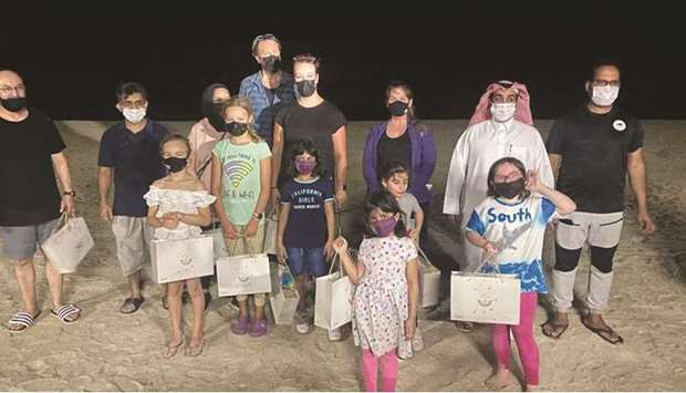 They took a field tour, which included cleaning the beach and watching the nests of baby turtles and