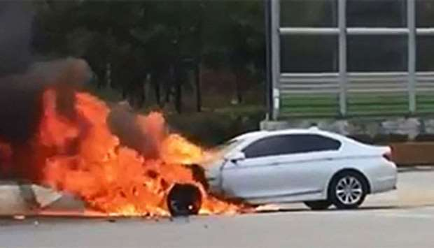 A BMW car on fire at Sangam-dong, Seoul on November 5, 2015.  Picture courtesy: Mapo Fire Station/Ch