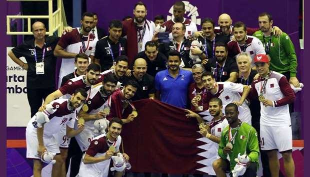 Qatar handball players show off their gold medals as they pose with Qatar Olympic Committee presiden