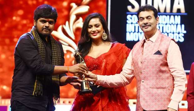 Anurag Kulkarni receiving the award for Best Playback Singer Male (Telugu).