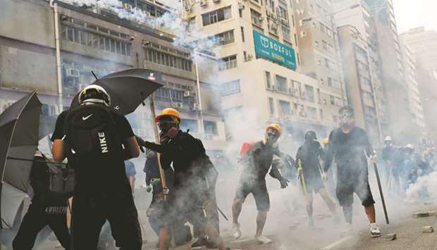 Police fire tear gas as clashes return to Hong Kong streets