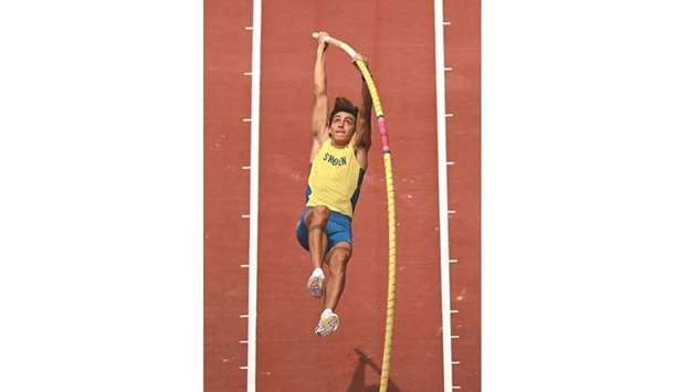Sweden's Armand Duplantis competes in the men's pole vault qualification during the Tokyo 2020 Olymp