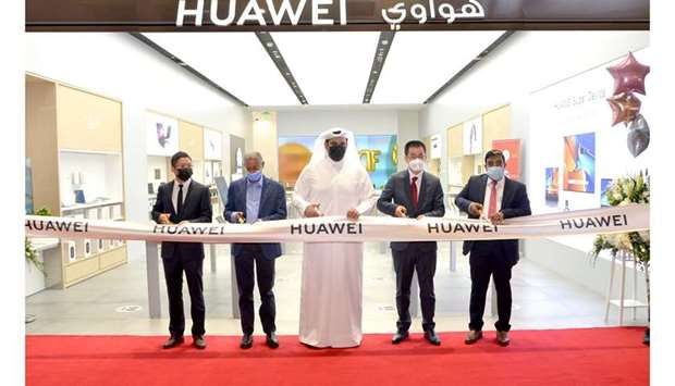 HUAWEI - Experience Store Qatar ribbon cutting ceremony.