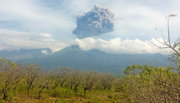 Indonesia's Mount Barujari erupts