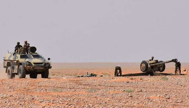 Syrian pro-government forces set up an artillery weapon in Bir Qabaqib