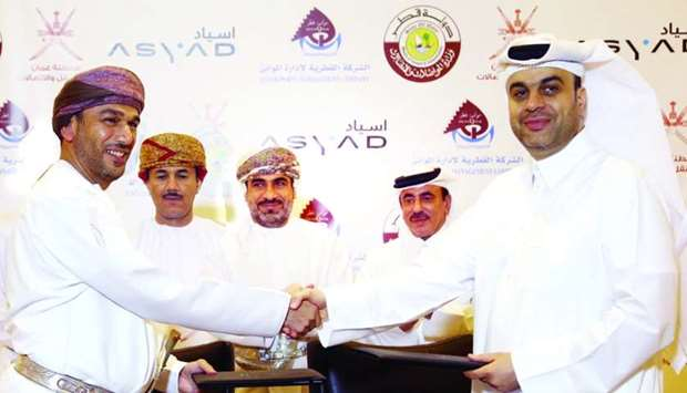 Mwani Qatar CEO Captain Abdulla al-Khanji and Asyad CEO Abdulrahman Salim al-Hatmi shake hands after