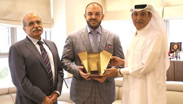 QIC executive meets with Romanian ambassador to boost business ties