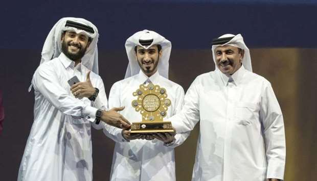 HE the Minister of Transport and Communications Jassim Seif Ahmed al-Sulaiti hands over the award to