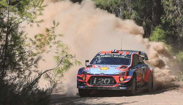 Andreas Mikkelsen (Norway) steers his Hyundai i20 Coupe WRC