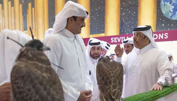 Amir visits Katara falcons exhibition