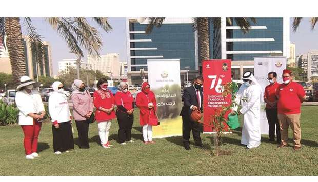 MME official Khalid Ahmed al-Sandy, Indonesia's ambassador to Qatar Ridwan Hassan, and some communit