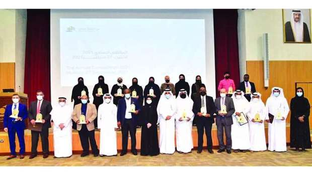 The winners of various awards with QU officials.