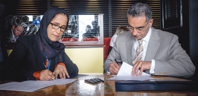 ICT Minister HE Dr Hessa Sultan al-Jaber and ICANN president Fadi Chehadé sign the MoU.