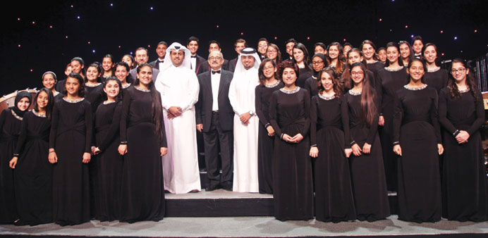 The members of Siwar Choir with al-Hudaifi and other officials.