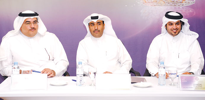 Issa bin Mohamed al-Mohannadi, flanked by Yousef Darwish and Amar al-Saadi (right) explains a point