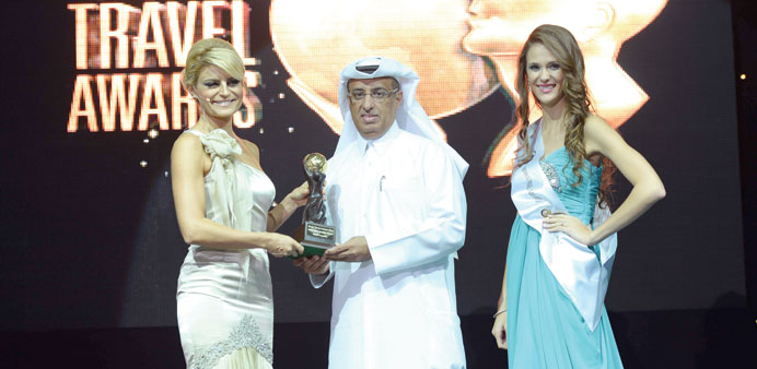 Hamad Abdulla al-Mulla receiving the award.